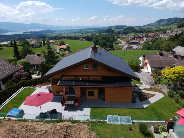 Chalet in Gebertingen - Solarmodule von der Megasol Energie AG